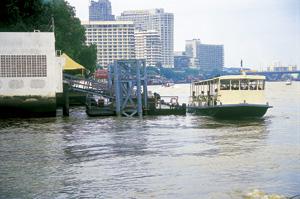 バンコクからトンブリへ向うチャオプラヤ川の渡し船
