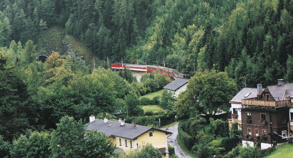山間地をトンネルや橋でつなぐゼンメリング鉄道 ■ 山間地をトンネルや橋でつなぐゼンメリング鉄道